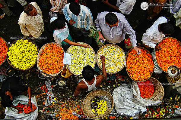 Flower Seller, Dadar Phool Gali, Mumbai - India.