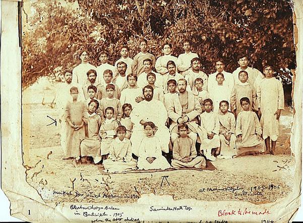 Rabindranath Tagore with Brahmacharyashrama boys - Santiniketan 1903