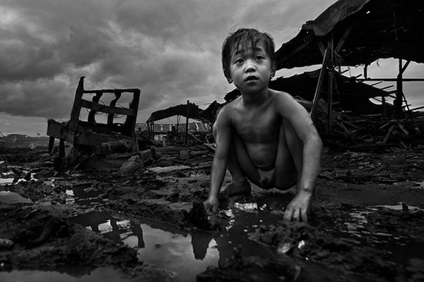 Typhoon Esther in Ulingan (charcoal) , Tondo, Manila - Abandoned chair and forgotten childhood