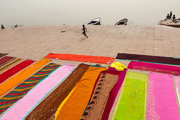 Saris, Varanasi - Indian Color Street Photography
