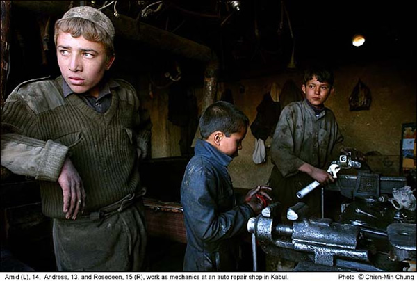 Afghan Child Labor by Chien-min Chung