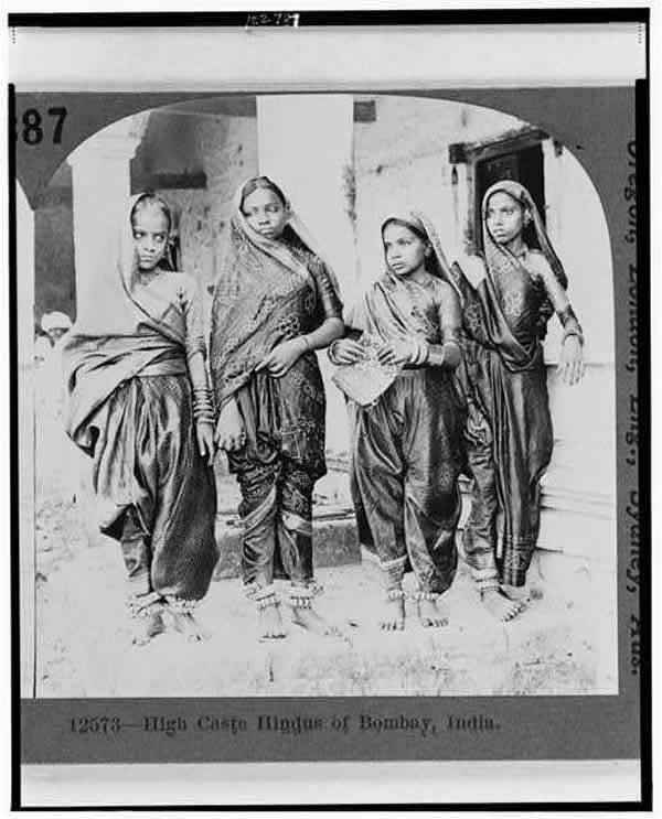 Portrait of Four Hindu Women - Bombay (Mumbai) - 1922