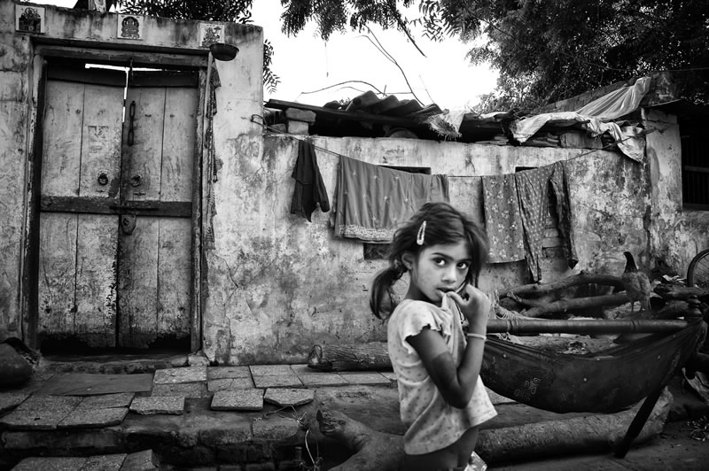 Street photography in india 50 stunning black and white photos