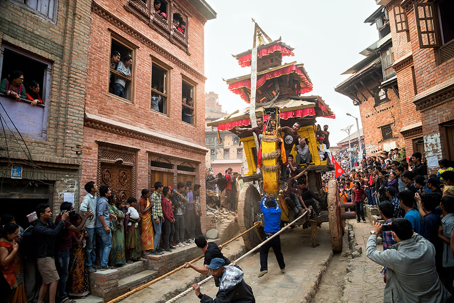 Pulling chariot at Bhaktapur