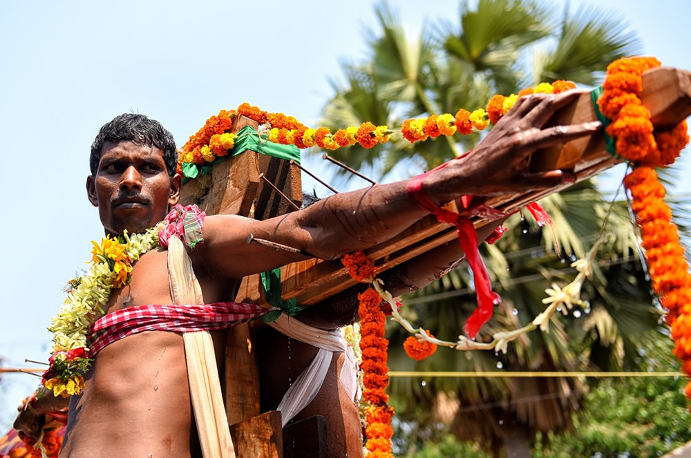Crucification – A Painful Devotion: Photo Story By Indian Photographer Avishek Das