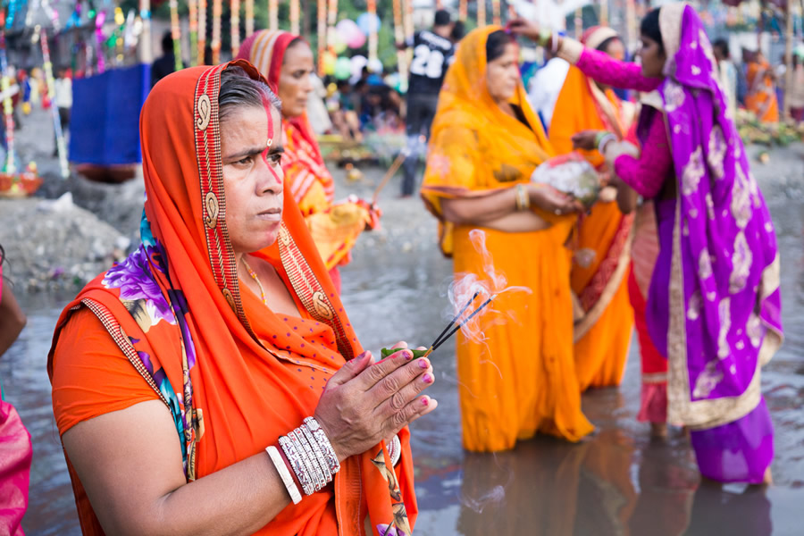 Chhath Puja: Mass Prayer To The Sun - Photo Series By Indian Photographer Arup Biswas