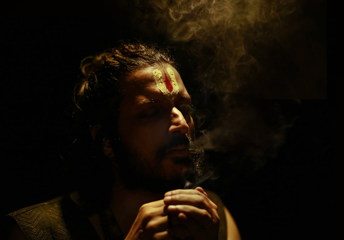 Urban Sadhu - Photo Series By Indian Photographer Sharmistha Dutta