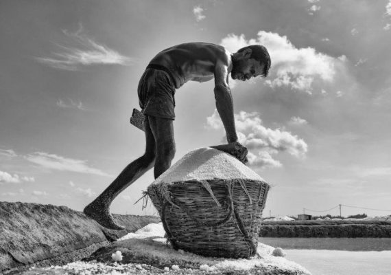 Life In Salt Pans  – Photo Series By Indian Photographer Padmanabhan Rangarajan