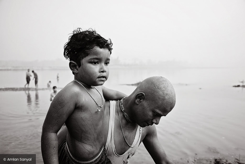 Dolua Mela: Photo Series By Indian Photographer Amlan Sanyal