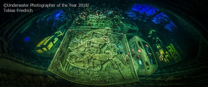 Underwater Photographer of the Year 'CYCLE-WAR' - Tobias Friedrich