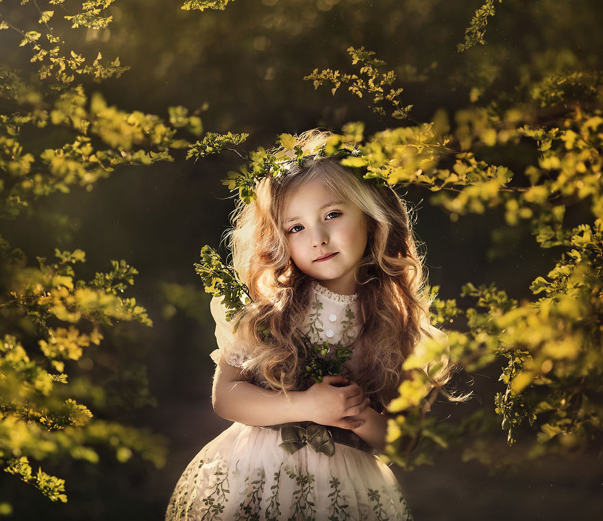 Photographer Roberta Baneviciene Beautifully Captured Her Daughter With Every Possible Flower In Her Hand