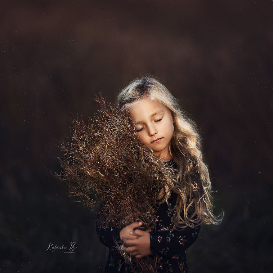Roberta Baneviciene Beautifully Captured Her Daughter With Every Possible Flower In Her Hand