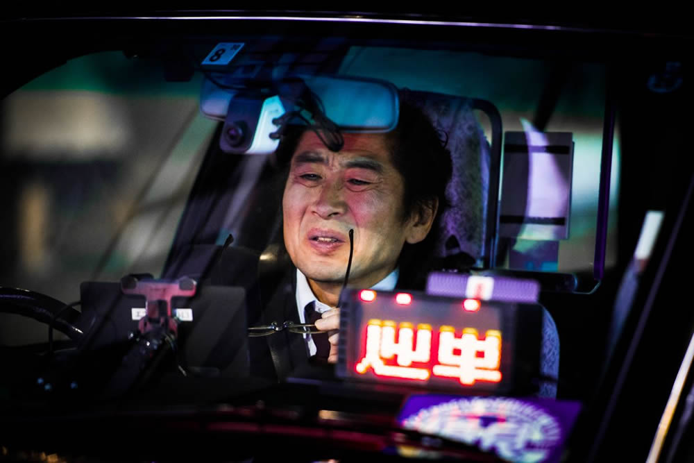 Photographer Oleg Tolstoy Stunningly Captured Tokyos Nighttime Taxi Drivers