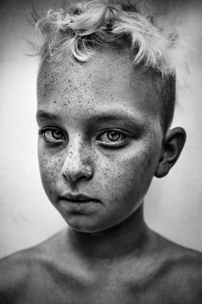 25 Winning Photos From The First Half Of 2018 B&W Child Photography Contest