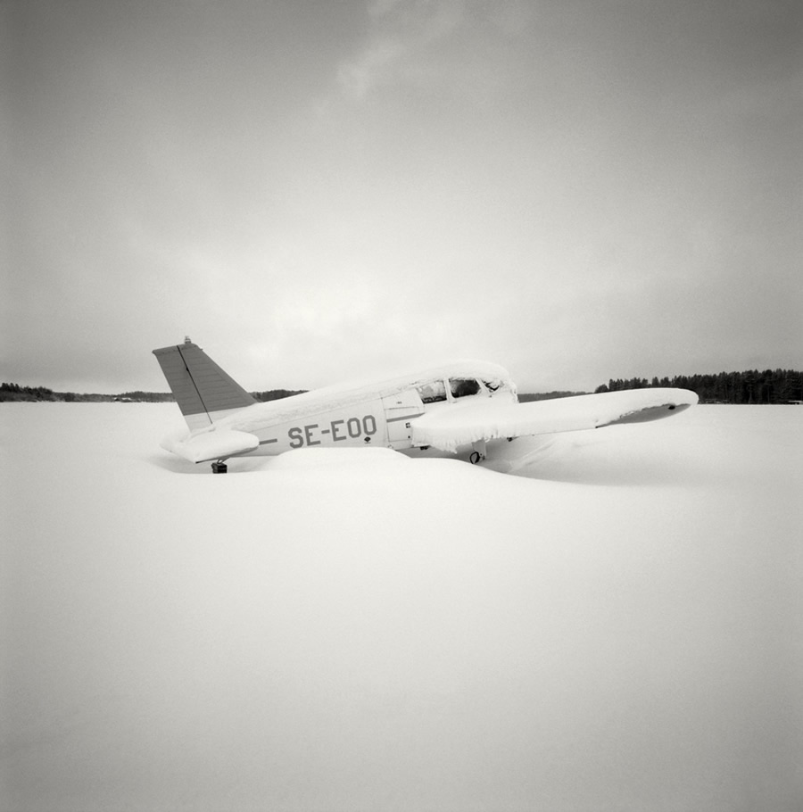 Beautiful Poetic Moments In Monochrome By Swedish Photographer Hakan Strand