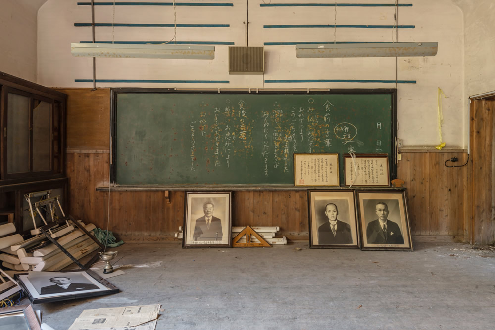 Sonatine – Abandoned Places In Japan: Photo Series By Romain Veillon