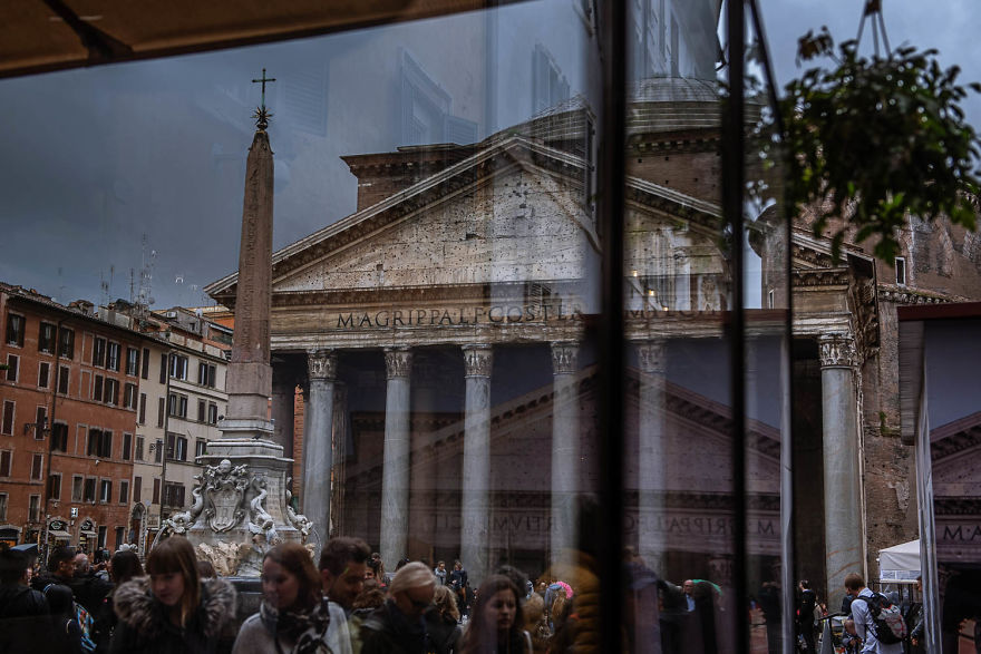 Photographer Sebastian Luczywo Captured The Ancient Beauty Of Rome In The Rain