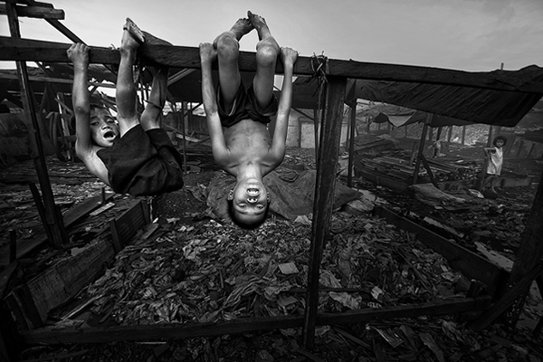 Children of Ulingan (Charcoal Factory), Manila - Fun can be at the most hazardous environment and condition