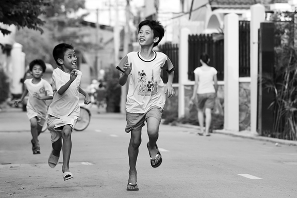 25 Best Entries of Action on the Street Photo Contest