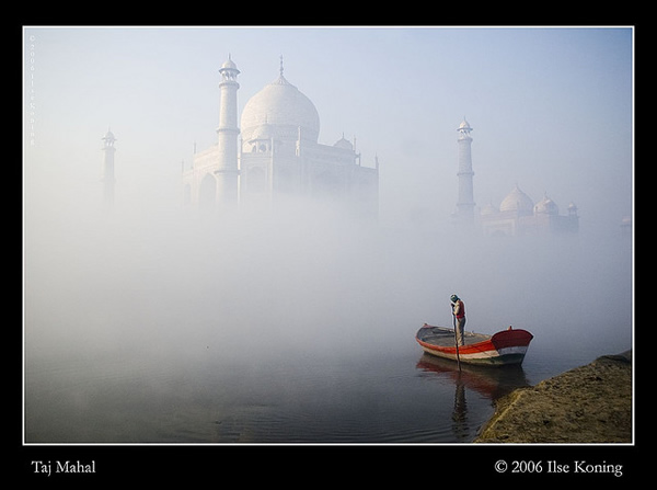Early morning fog at the Taj Mahal by Ilse Koning