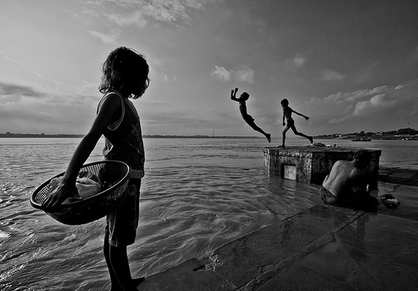 35 Fantastic Indian Black & White Street Photographs - 121Clicks.com