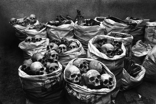 Bhopal Gas Tragedy by Raghu Rai