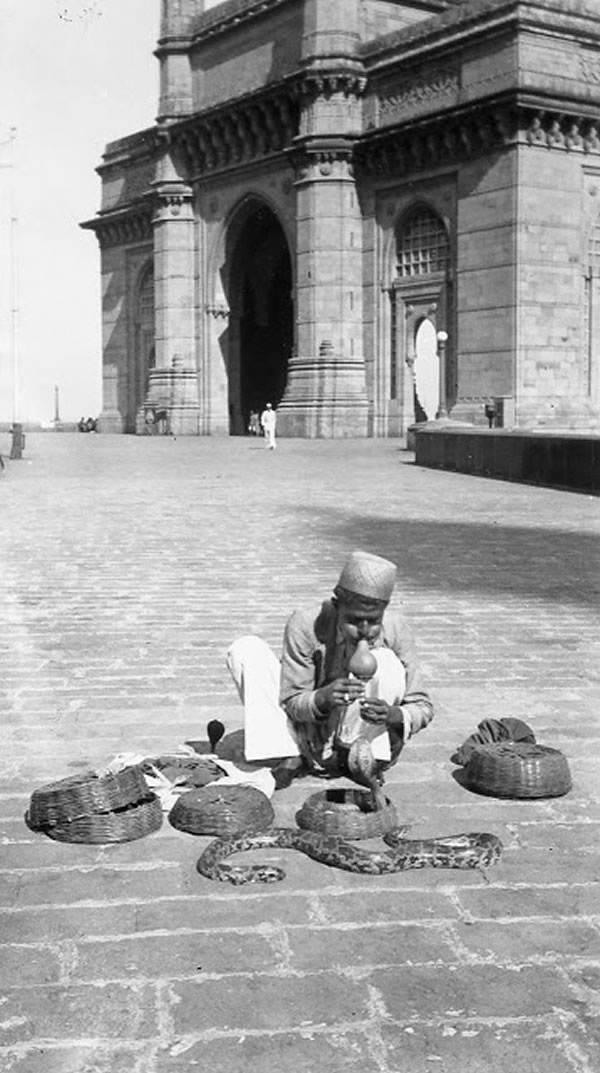 Snake charmer at Gateway of India, Bombay (Mumbai) - India, 1939