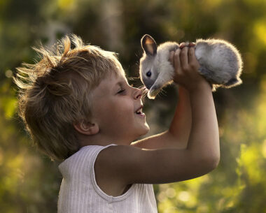 Elena Shumilova – Russian Mother Takes Amazing Portraits of Her Two Kids with Animals