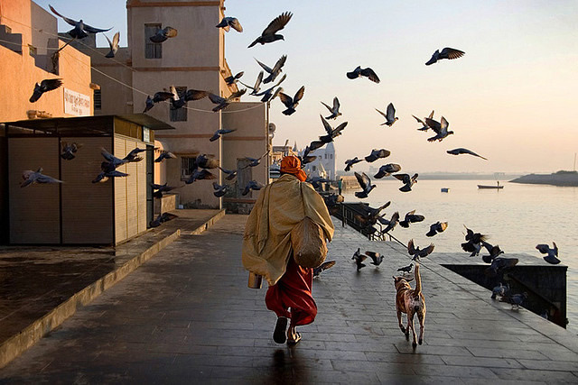 50 Extraordinary Photographs That Can Happen Only In India – Part 1
