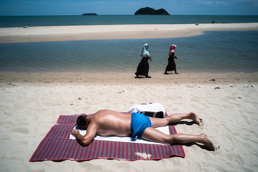 Beach - Street Photography and the art of composition photos