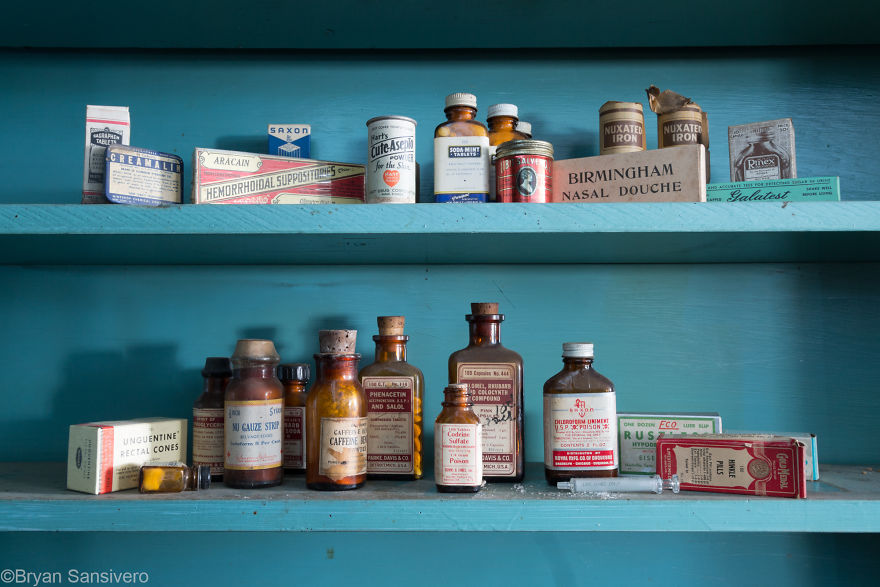 Poisons and obsolete medicines on display
