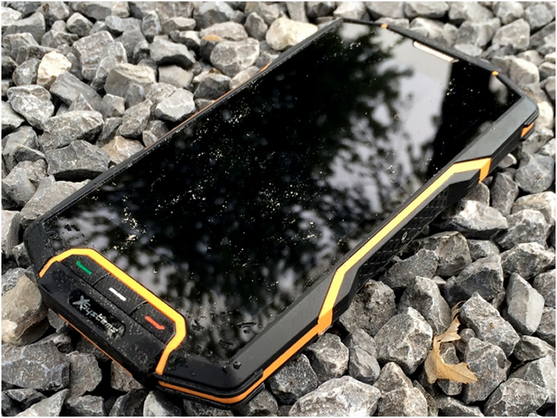 why you should still get a waterproof case for your iphone xr. Black Bedroom Furniture Sets. Home Design Ideas