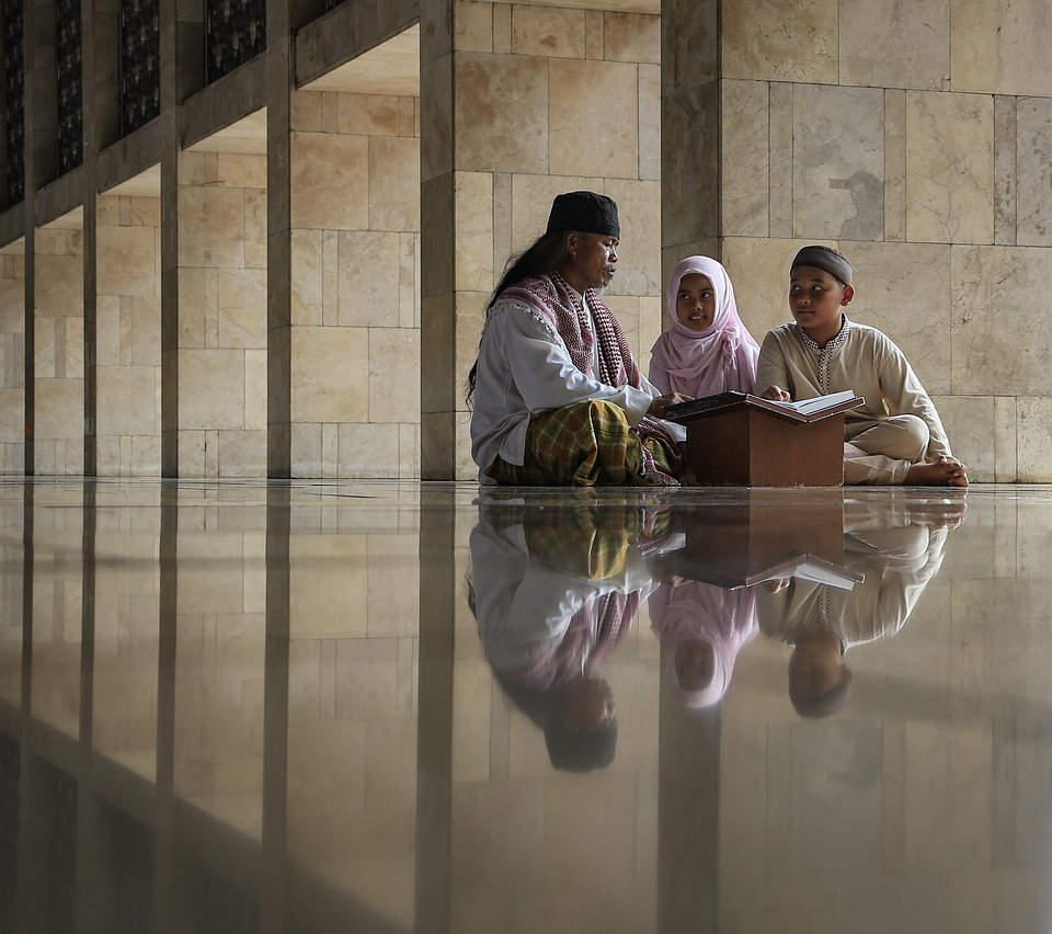 Reading Holy Qur'an' - Indonesia