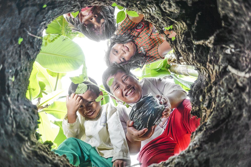 Learning how to keep the earth green - Indonesia