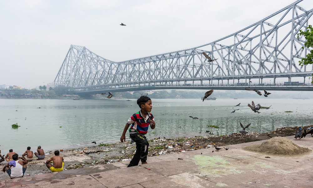 Life Around The Ghats Of Howrah By Pritam Sen
