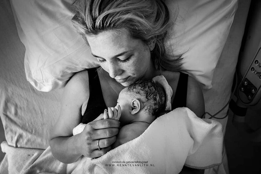 Photographer Renate van Lith Amazingly Captured Raw And Powerful Side Of Birth