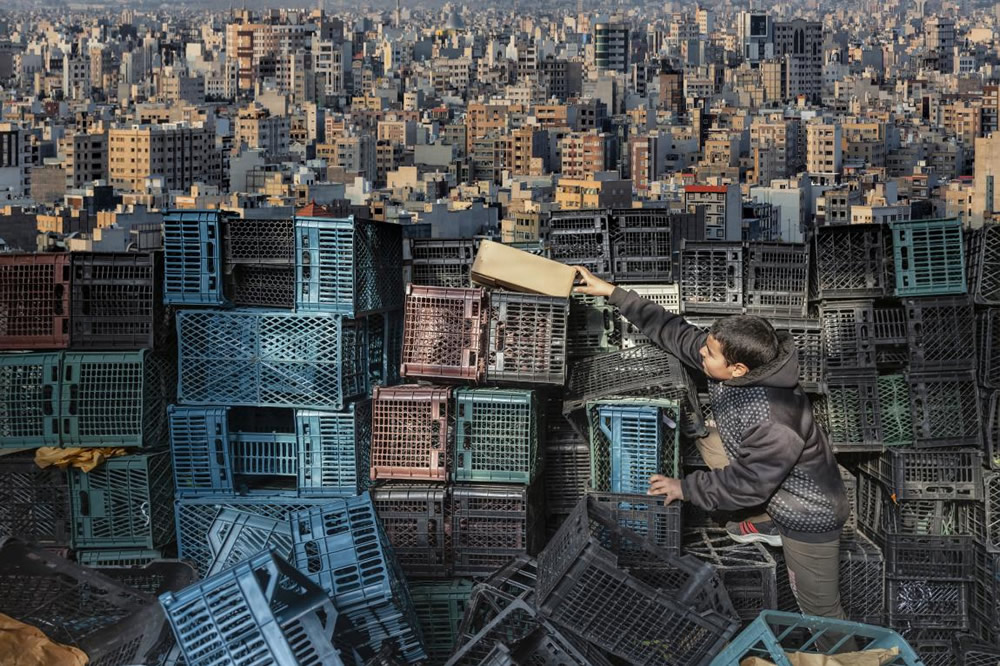 Here are the winning photos Urban photo awards 2021 in the categories of Single Pictures, Projects & Portfolios, Urban Book Award and Bruce Gilden Prize. The final ranking will be announced on 24th October 2021.